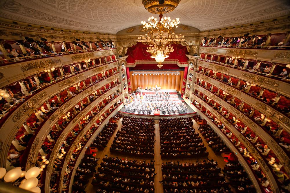 directores de orquesta, solistas y cantantes